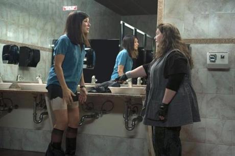 Sandra Bullock se fait tailler un short par Melissa Mc Carthy
